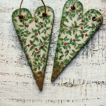 Set of wooden holly leaves Christmas ornaments Christmas decoration vintage look hearts boho rustic berries red green