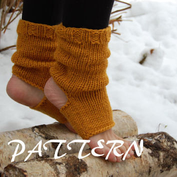 KNITTING PATTERN : Knitted Yoga Socks Pattern