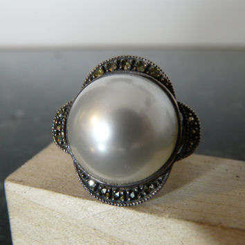 Vintage Silver Ring with Large Pearl by FourSailAccessories