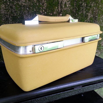 Samsonite Montbello II Mustard Yellow Gold Train Case Cosmetic Case