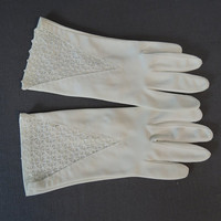 50s White Gloves with Lace Tops, size 6-1/2, Vintage 1950s Nylon Dress Gloves by Hansen