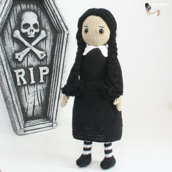 Amigurumi Wednesday Addams.