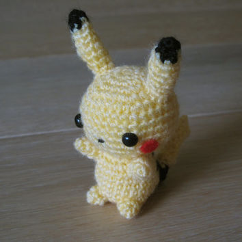 Pokemon Pikachu Amigurumi - Crochet plush small toy plush