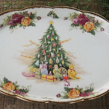 Royal Albert Christmas Magic Oval Regal Tray with Gold Trim Holiday Home and Living Old Country Roses