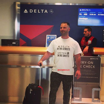DELTA AIRLINES UNITED AIRLINES STREET SHEET STYLE T-SHIRT