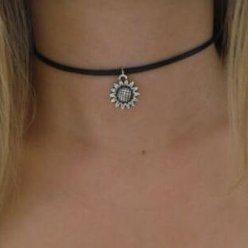 Sunflower 90s Black Leather Choker. Boho Flower Choker Necklace Hipster Sunflower Charm Choker Hippie Goth Gothic Jewelry+ Gift Box+free Christmas Gift  Random Necklace =2pcs Necklace