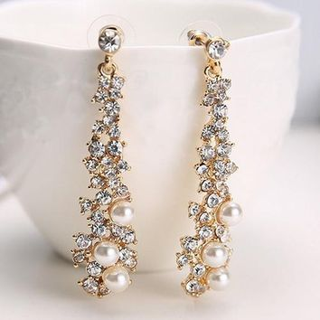 Women's fashion crystal Pearl Rhinestone Dangle Chandelier Earrings party Jewelry (Size: One Size, Color: Gold)