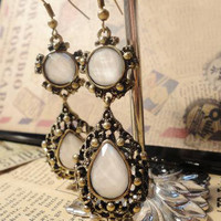 Palace Retro Style Hollow Out With Rhinestone Design Earrings China Wholesale - Sammydress.com