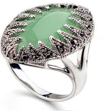 Classic Vintage Pattern Green Austrian Crystal Ring(8)