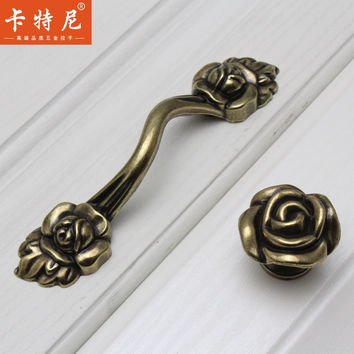 Furniture Handles European-Style Wardrobe Drawer Knobs Kitchen Cabinet Door Pull Rural Retro Classical Bronze Flower Shape