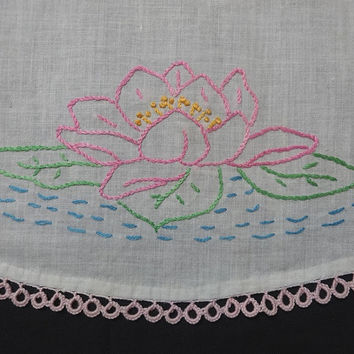 1960s Vintage Hand Embroidered Oval Dresser Doily with Lily Pads and Tatted Pink Lace Trim, Vintage Linens, Vintage Home Decorating