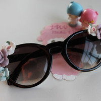 Black Keyhole Sunglasses with Pastel Ceramic Rose Floral Sides