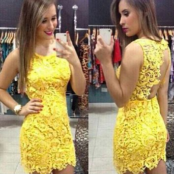 Backless Pure Yellow O-neck Lace Sleeveless Dress