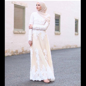 Mermaid High Neck Long Sleeves White Lace Appliques On Champagne Long Islamic Dubai Abaya Kaftan Hajib Muslim Evening Dresses