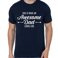 This is What an Awesome Dad Looks Like Men T-shirt | Fathers Day Gift | Dad Gift | Awesome Dad