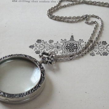 1- Large Round Monocle Necklace Vintage Style Magnified Glass Circle Victorian Monocle Pendant on Chain Peculiar Collective Jewelry Inv0045