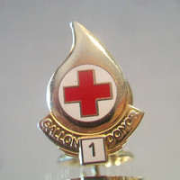 Blood Bank Donor Lapel Pin 1 Gallon Gold Tone Jewelry Accessories