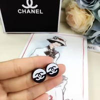 2018 new style Chanel double C Round Black and White stud