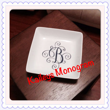 Monogrammed Jewelry Tray Trinket Box Necklace Holder Monogram Personalized Vinyl Decal Dish Wedding Bridesmaid Home Decor Ceramic Bowl