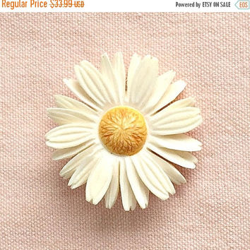 SALE Vintage Collectible Carved Celluloid Daisy Brooch, 1940s Dimensional Flower Pin, Yellow & White Spring Daisy Pin.