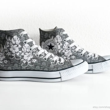 Hawaiian flower print and skull print Converse All Stars, grey and white vintage Chucks. Size 37 (UK 4.5, US women's 6.5, US men's 4.5)