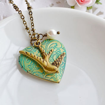 Bird Locket Necklace,Patina Verdigris Locket Jewelry,Bird Locket Charm Pendant,Flying Sparrow,Necklace,Heart Locket,Keepsake Locket Necklace