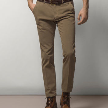 CASUAL-FIT MICRO-TEXTURED CHINOS - Trousers - MEN - United States of America / Estados Unidos de América