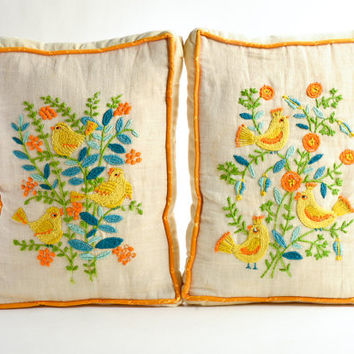 Vintage crewel embroidery pillows – Mid-Century throw pillows birds flowers – yellow orange green blue couch pillows – Spring décor
