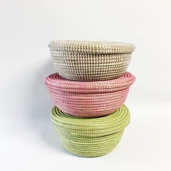 Solid Color Woven Storage Baskets with Top