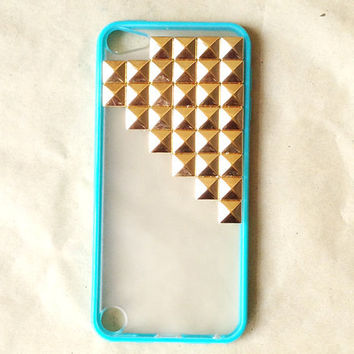 iPod Touch 5 Case golden pyramid studs white by wesweetlife