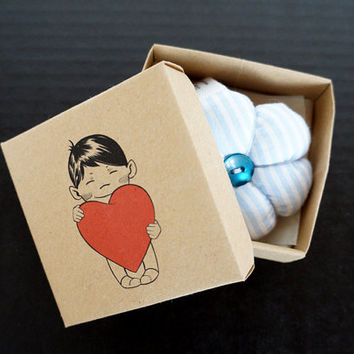 Gift idea - Soft flowery keyring in illustrated box - Hand made