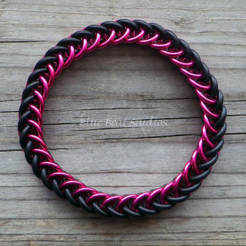 Rubber chainmaille bracelet in pink and black; stretchy chainmaille bracelet; chainmaille jewelry; rubber chain maille bracelet