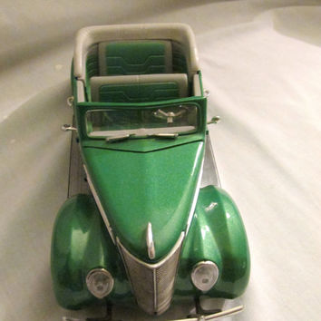 1937 Green Ford convertible 1:18 scale die cast model car Road Legends