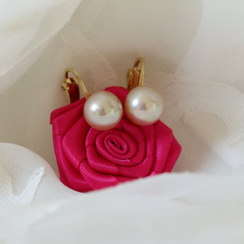 Classic Pair of Faux Pearl Clip On Earrings Signed Napier