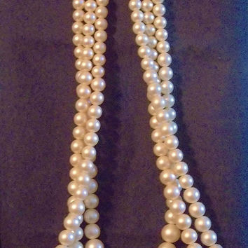 Vintage, Costume Vintage, Jewelry, Pearls, three 3 Strand Pearl Necklace, Beautiful, Decorative Clasp