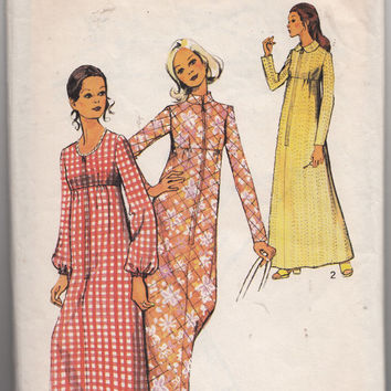 Womens High Waist Zipper Front Dressing Gown Style 3779 Lounge Wear Robe Collar and Sleeve Variations Vintage 1970s Sewing Pattern
