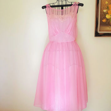 Vintage Pink Nylon Nightgown / Vanity Fair Nightgown / 1950s Baby Doll Nightgown / Babydoll / Lace Trim / 50s Nightie / Pink Nightgown /
