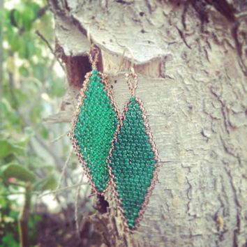 Emerald green diamond shape beadwork earrings. Geometric spring summer fashion jewelry
