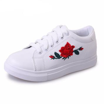 Rose Embroidered Basic Sneakers