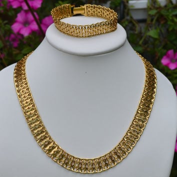 MONET DESIGNER VINTAGE gold tone 2 piece matching set necklace bracelet earrings choker