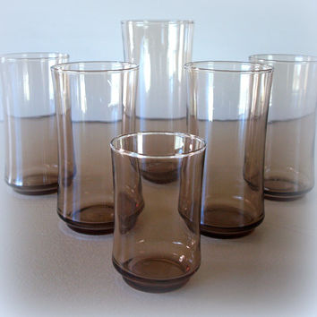 VINTAGE SMOKE GLASS / 1960s Mid Century Modern Set of Brown Glass Drinking Glasses / Table Setting & Barware / Serving Brown Smoke Glassware