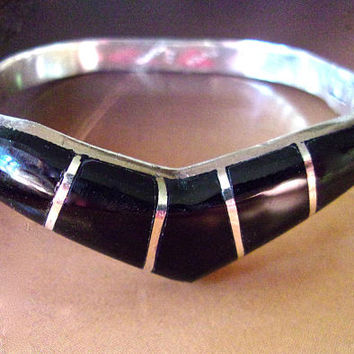 Onyx Inlay Sterling Silver Hinged Bracelet, Chevron Style, Taxco Mexico....vintage