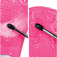 Sigma Spa ® Brush Cleaning Glove Purple