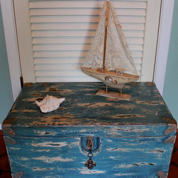 Vintage 1940s Shabby Chic Trunk Coffee Table