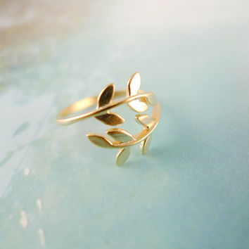 leaf ring in gold