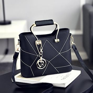 Woman Bag 2017 New Sweet Fashion Woman Shoulder Bag Exquisite Pendant Decoration Woman Handbag Gift Small Gift
