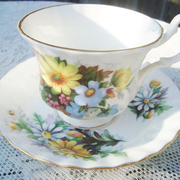 Royal Albert Tea cup and Saucer Bone China made in England Daisy Flowers