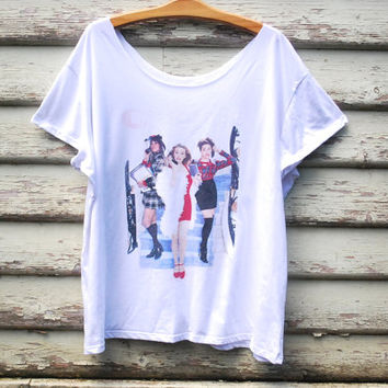 White Clueless T Shirt 90s Vintage Grunge Slouchy Tee  Off shoulder Loose Fit Top 1990s Vtg Free Size