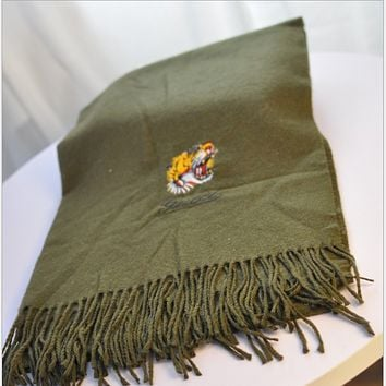 Gucci new European and American big tiger head embroidered wool scarf Army green