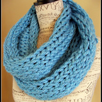 Knit Cowl. Chunky. Infinity Cowl. Scarf. Baby Blue in Color. Made by Bead Gs on ETSY. Ready To Ship. Infinity scarf. Knit Chunky infinity